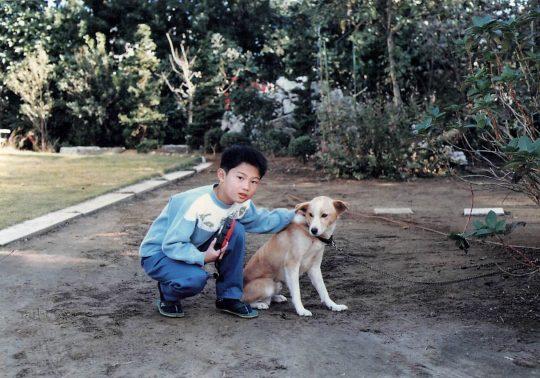 子供時代愛犬と一緒に撮影